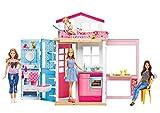 Barbie DVV48 - 2 Etagen Ferienhaus und Puppe, portables Puppenhaus mit Zubehör, ca. 52 cm hoch mit...